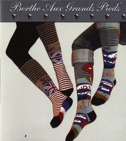Les chaussettes hautes de berthe aux grands pieds tendances punk et anglo saxonne
