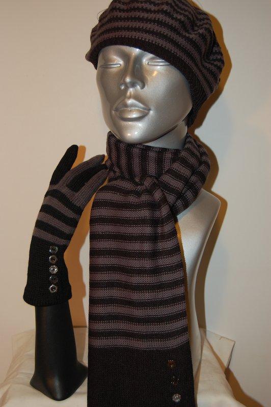 Ensembles rayures noires et gris gants echarpes et bonnet acryl