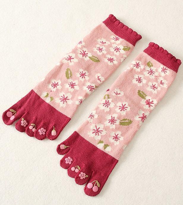 Chaussettes-5doigts- fleurs-blanches