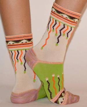 Chaussettes-berthe-aux-grands-pieds-guirlandes-brillantes