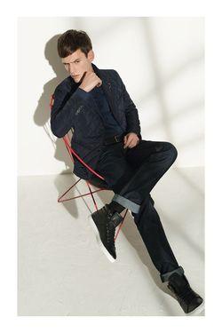 Choisissez bien vos chaussettes Messieurs look cool jeans causual